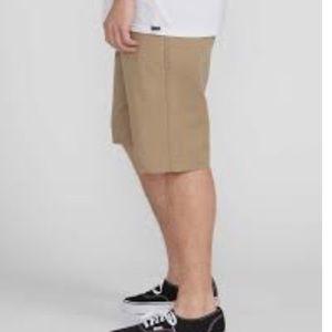 """Volcom Men's Fairmont Khaki  22"""" Shorts"""